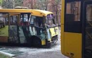 В Киеве маршрутка влетела в троллейбус